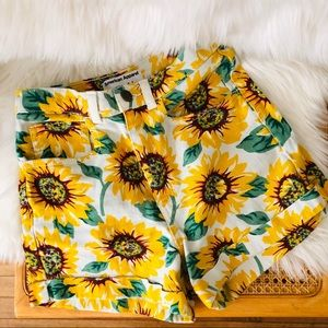 american apparel | sunflower shorts 🌻